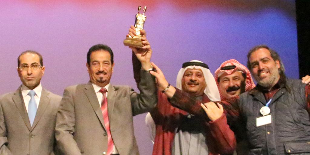 (العربية) فوز المسرحية الكويتية «عطسة» من إخراج عبدالله التركماني بـ «الجائزة الذهبية» في مهرجان الأردن المسرحي