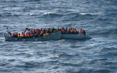 450 مهاجراً يواجهون مصيرا مجهولا في عرض المتوسط