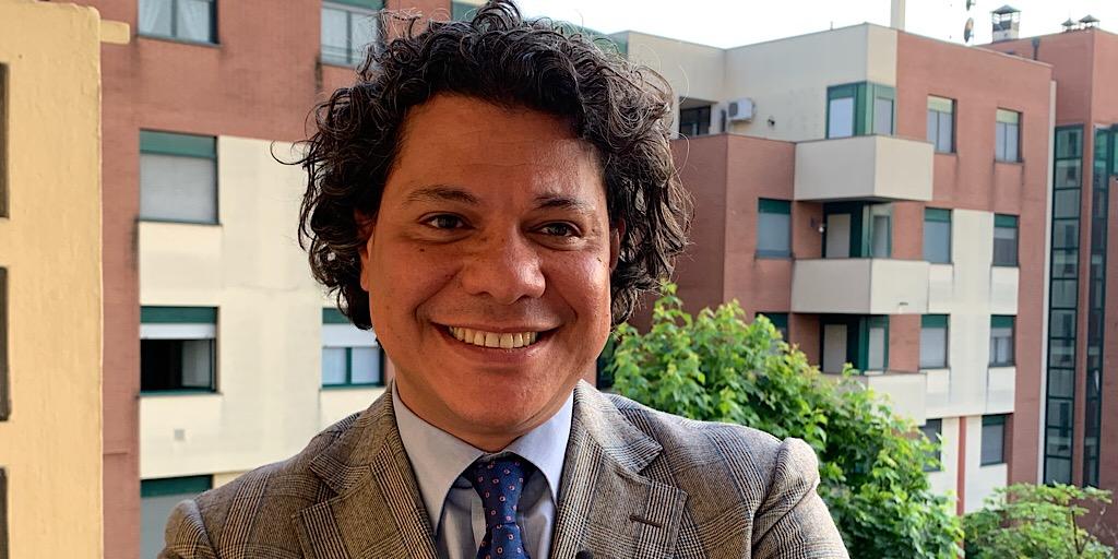 حوار مع أستاذ اللغة والآداب العربية في «الجامعة الكاثوليكّية» في ميلانو الدكتور وائل فاروق:
