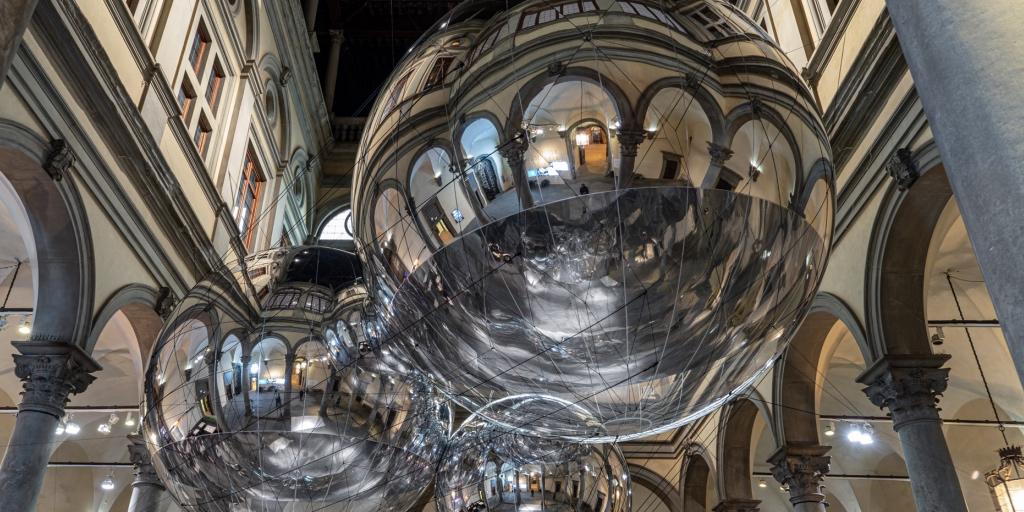 La mostra di Tomás Saraceno, oltre 5.000 in 3 settimane
