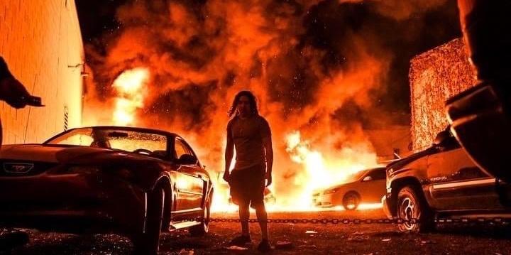 """Il regista Italo Americano Roberto Minervini: """"Che fare quando il mondo è in fiamme?"""""""
