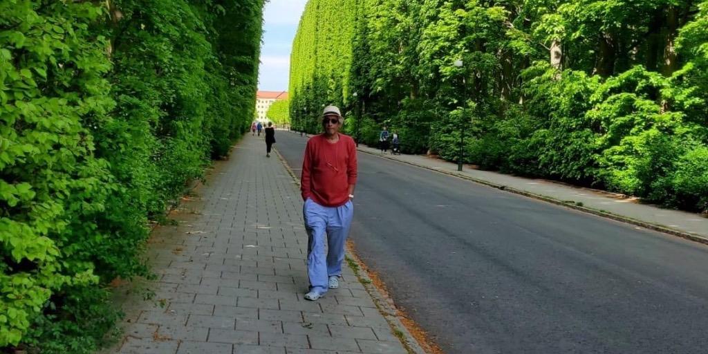 زاهر الغافري شاعرٌ عُماني ولد في جزيرة خضراء
