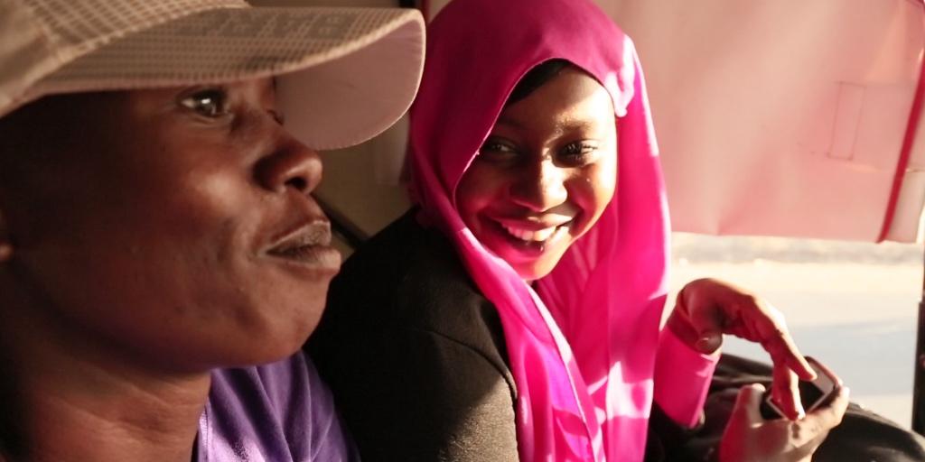 """المخرجة مروى زين : """"فيلمي «أوفسايد الخرطوم» يوثّق للحظة كفاحٍ للمرأة السودانيّة """"."""